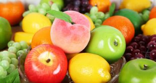 Không nên để hoa quả nhựa trên bàn thờ